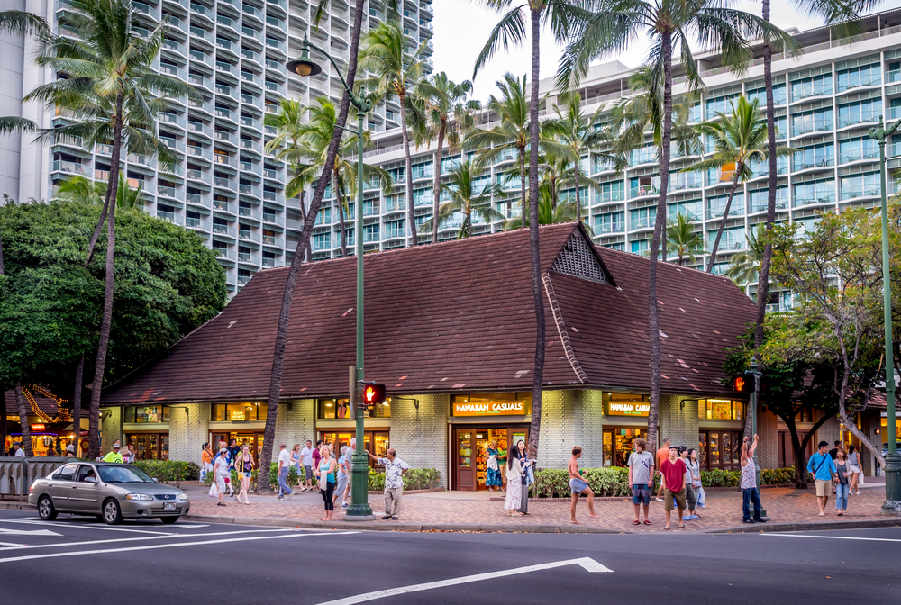 eating at Kalakaua Avenue