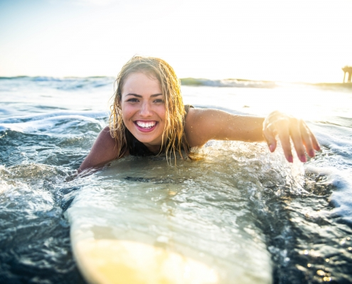 10 Tips to Stay Safe While Learning Surfing
